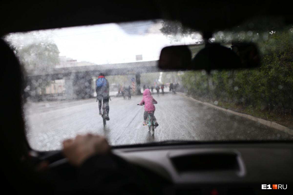 Велосипедистов посыпало градом