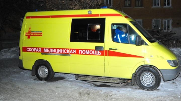 В Екатеринбурге иномарка сбила пешехода, который перелез через ограждение и побежал через ЕКАД