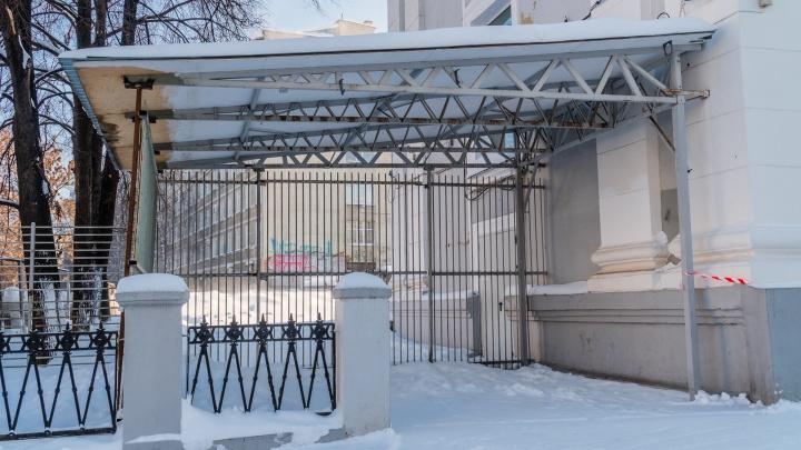 Теперь без пончиков, кофе и лотерейных билетов: в Перми массово сносят привычные для жителей киоски