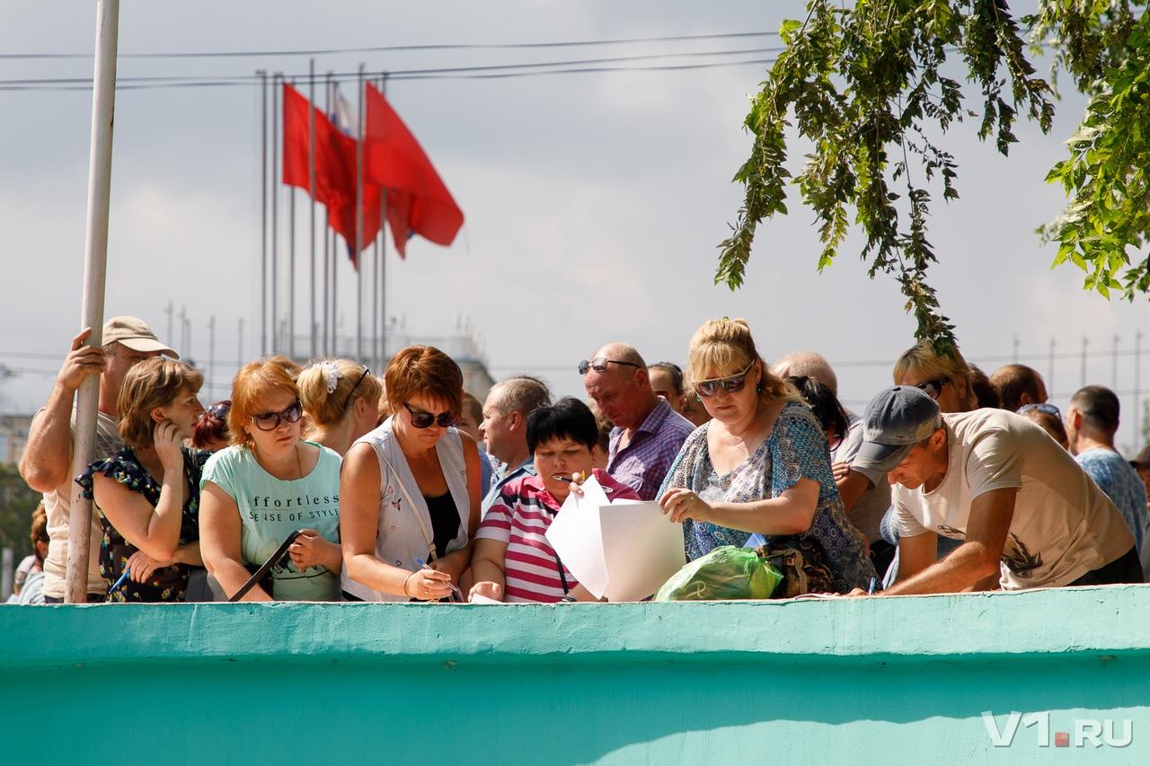Сотрудники собрали более 100 подписей в дирекцию завода и трудинспекцию