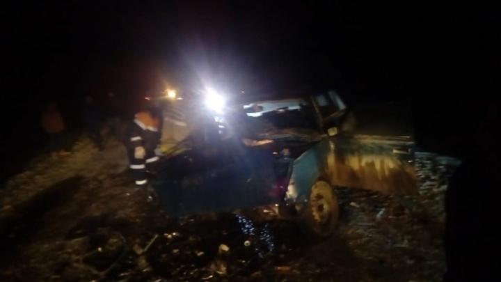 Первые кадры с места ДТП: на трассе в Башкирии погибли двое взрослых и два младенца