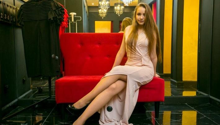 Принцесса корпоратива: смотрим, в каких нарядах красноярские красавицы отмечают Новый год на работе