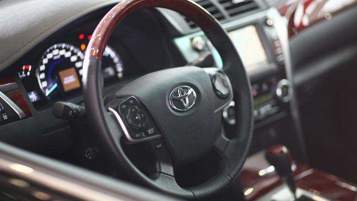 Полтора миллиона за колёса: чиновникам минфина области купят новый седан взамен старого