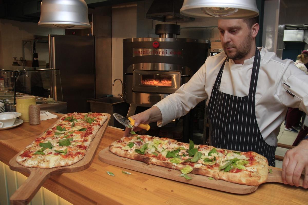 В Morricone пекут пиццу от 35 до 80 см. в длину