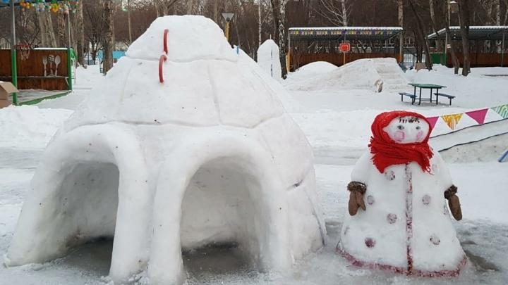 Смотрите и учитесь: как екатеринбуржцы сами делают детям горки и целые снежные городки
