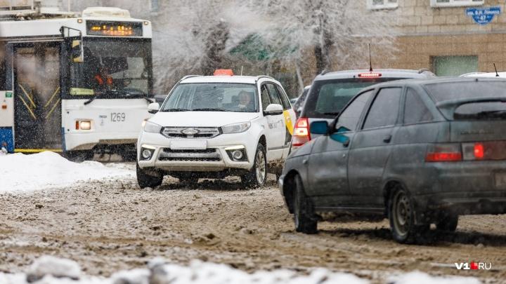 Сплошная «нечисть»: простая инструкция, как наказать дорожников за снег и гололёд
