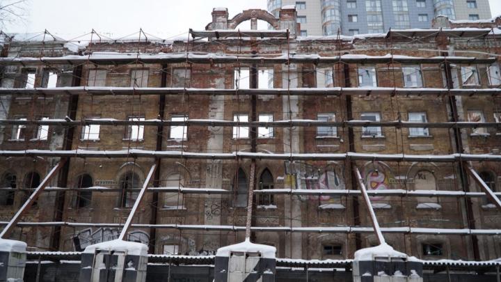 В Перми начали разбирать стену исторического пивзавода на Сибирской