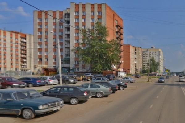 Мужчина пристал к ребёнку в Брагино на улице Труфанова