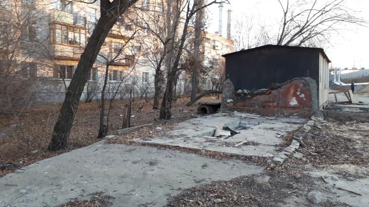 «Еще и заплатить требуют»: в Волгограде чиновники снесли гараж женщины, воспитывающей сына-инвалида