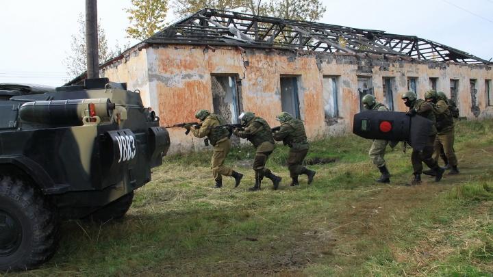 Освободили заложников, обезвредили бомбу: в Каргапольском районе прошли антитеррористические учения