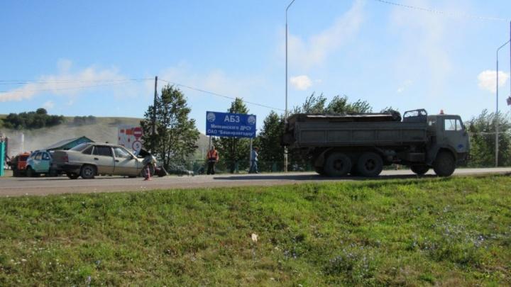 В Башкирии водитель КАМАЗа врезался в Daewoo Nexia