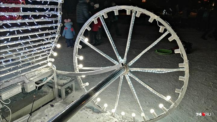 «Выкручивают до 70 штук»: глава города попросила челябинцев не красть лампочки из новогодних фигур