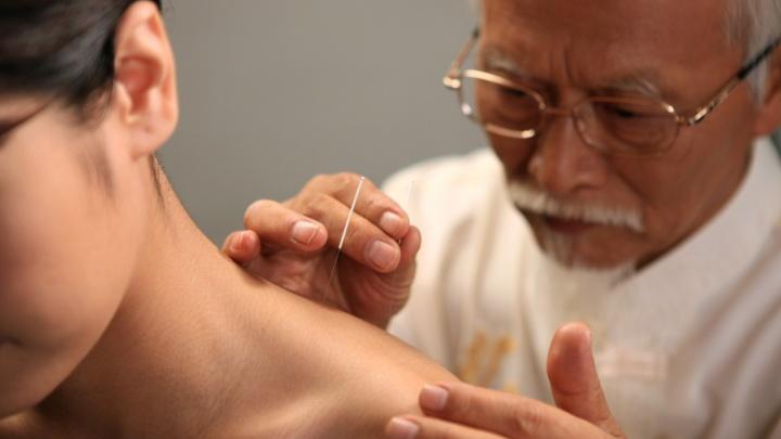 Вся правда об иглоукалывании: есть ли в Новосибирске настоящие китайские врачи