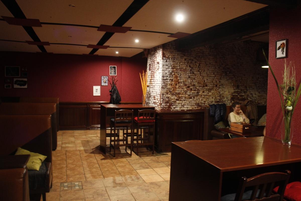 Интерьер заведения не слишком изменился по сравнению с прежним арендатором этого помещения