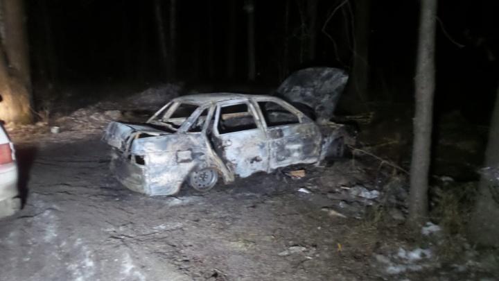 Грабители, напавшие с оружием на мужчину в Кольцово, сожгли машину на дублере Сибирского тракта