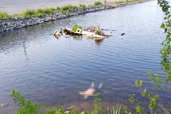 Тело мужчины заметили в воде недалеко от Центрального пляжа в Сызрани