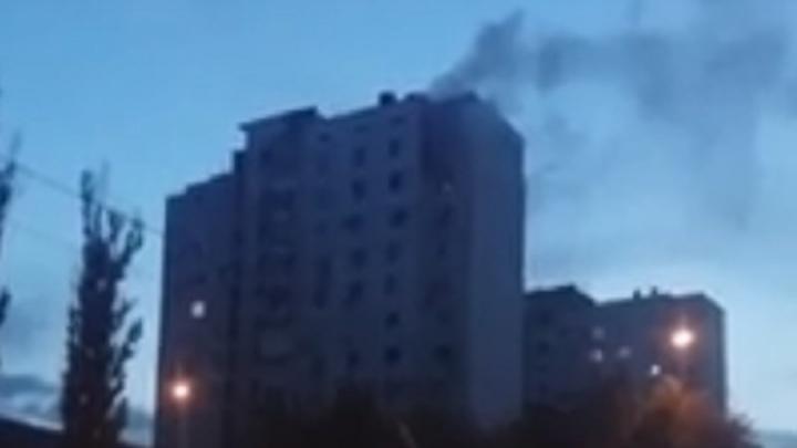 В Волгограде при пожаре в высотке погиб мужчина: видео