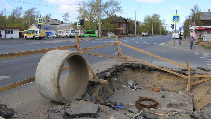 Весь как в заплатках: прогуливаемся по Архангельску, в котором легко провалиться под землю