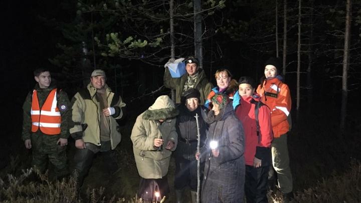 «Устали, замерзли, но клюкву не бросили»: как трех бабушек из Нижнего Новгорода спасали из болота
