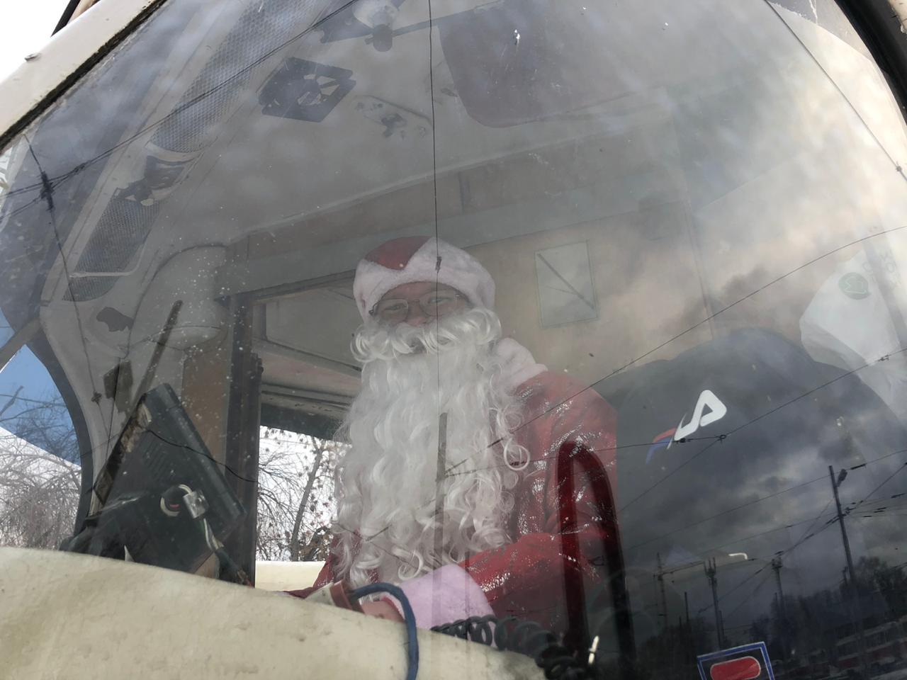 В вагоне Дед Морозу бывает жарко