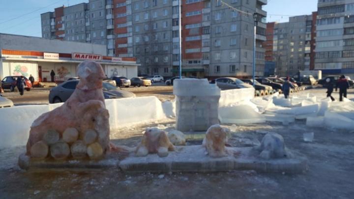 В Уфе на видео засняли вандалов, разрушивших ледовый городок