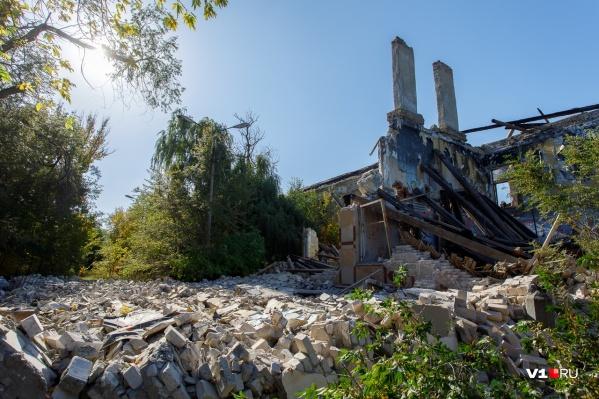 Здание обрушилось накануне ночью по неизвестной причине