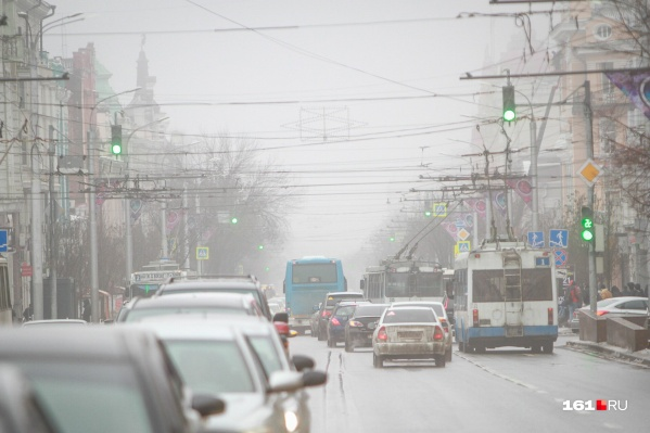 Ураганный ветер, снег поочередно с дождем и гололед ожидают Ростов в ближайшие часы