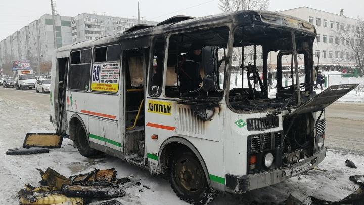 На Омской сгорел автобус № 59