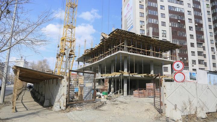 «Это нарушение всех норм»: жители челябинской «элитки» выступили против строительства школы во дворе