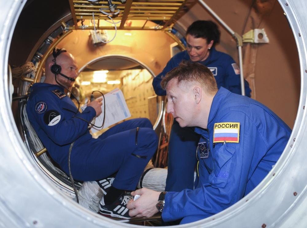 В январе экипаж отработал действия на случай разгерметизации МКС, это обязательная часть предполетной подготовки