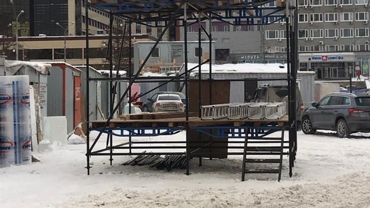 Сцену для новогоднего шоу на эспланаде в Перми продолжают строить вопреки запрету УФАС
