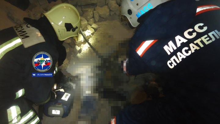 В здании кинотеатра «Космос» рабочего насмерть раздавило бетонной плитой