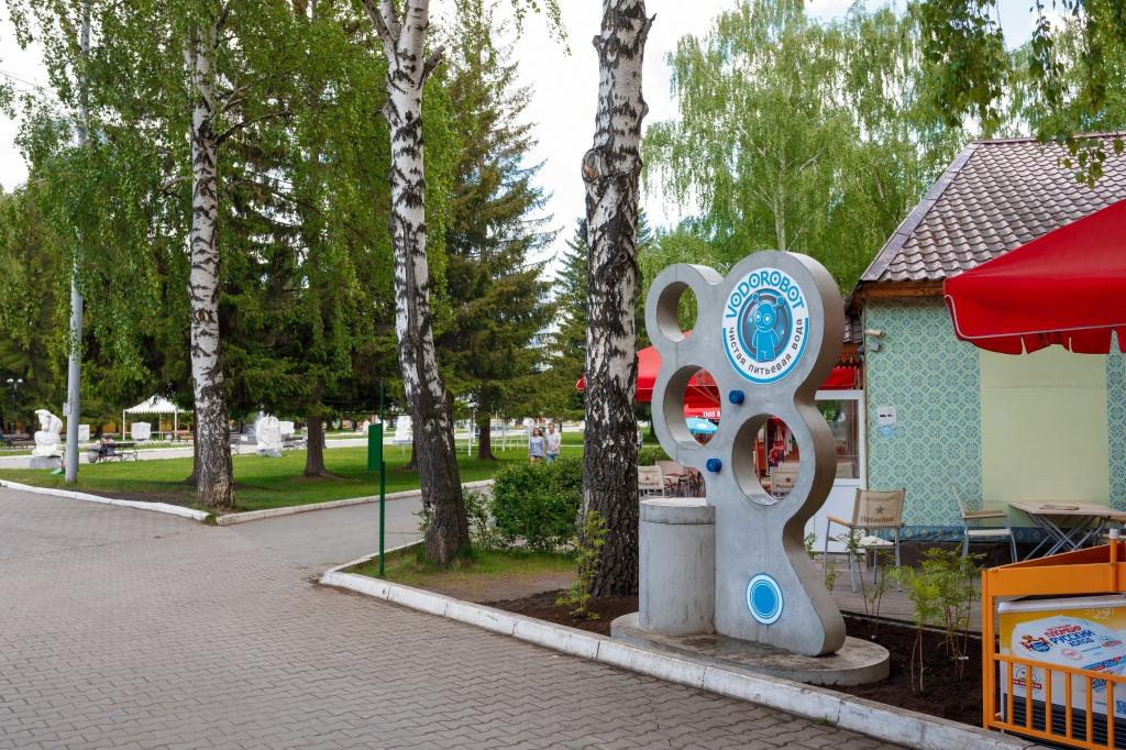 Недавно «Водоробот» установил бесплатный питьевой фонтанчик в парке Маяковского — все для горожан