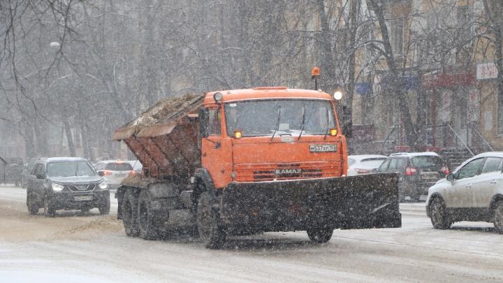 Снега в Нижнем Новгороде нет, а расход песко-соляной смеси на уровне прошлого года — как так?