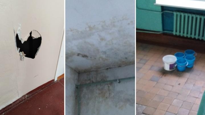 В омской школеиз-за прохудившейся крыши закрыли целый этаж