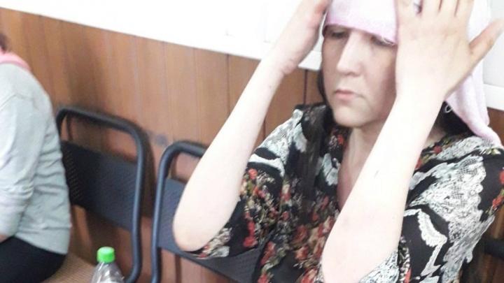 «Потемнело в глазах»: в центре Ярославля прохожие спасли женщину, получившую солнечный удар