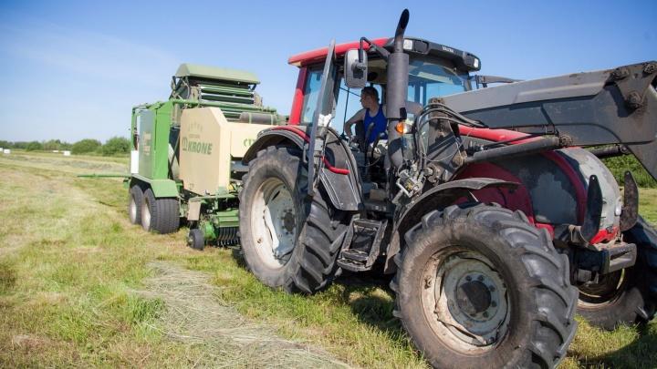 Архангелогородцу долг по зарплате возместили трактором
