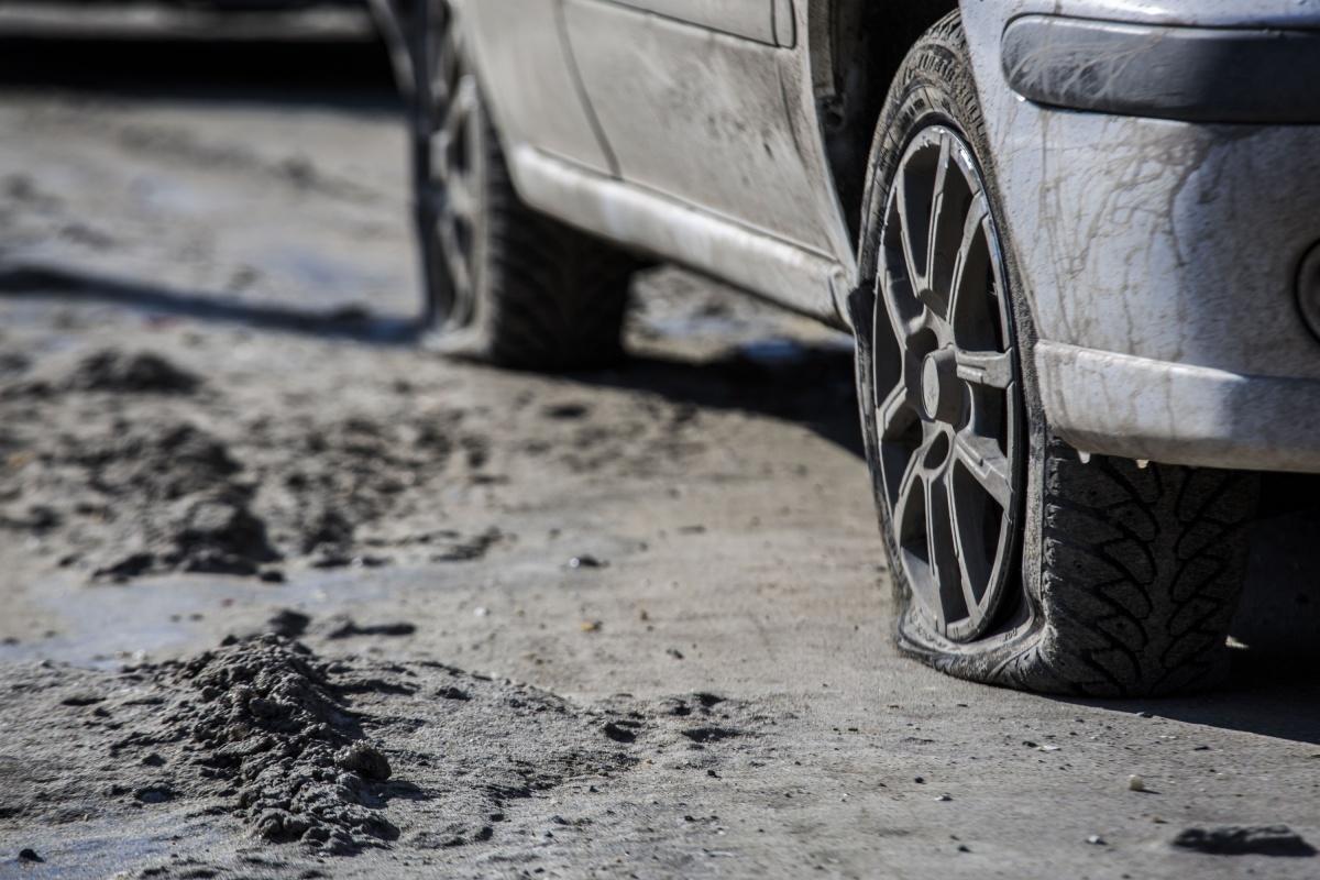 Автомобили остаются без колёс уже несколько дней
