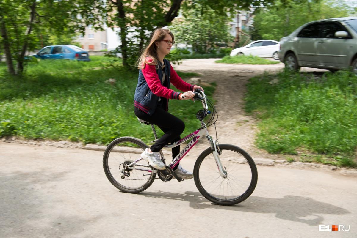 Велосипед, ролики, скейт — все это Алина освоила