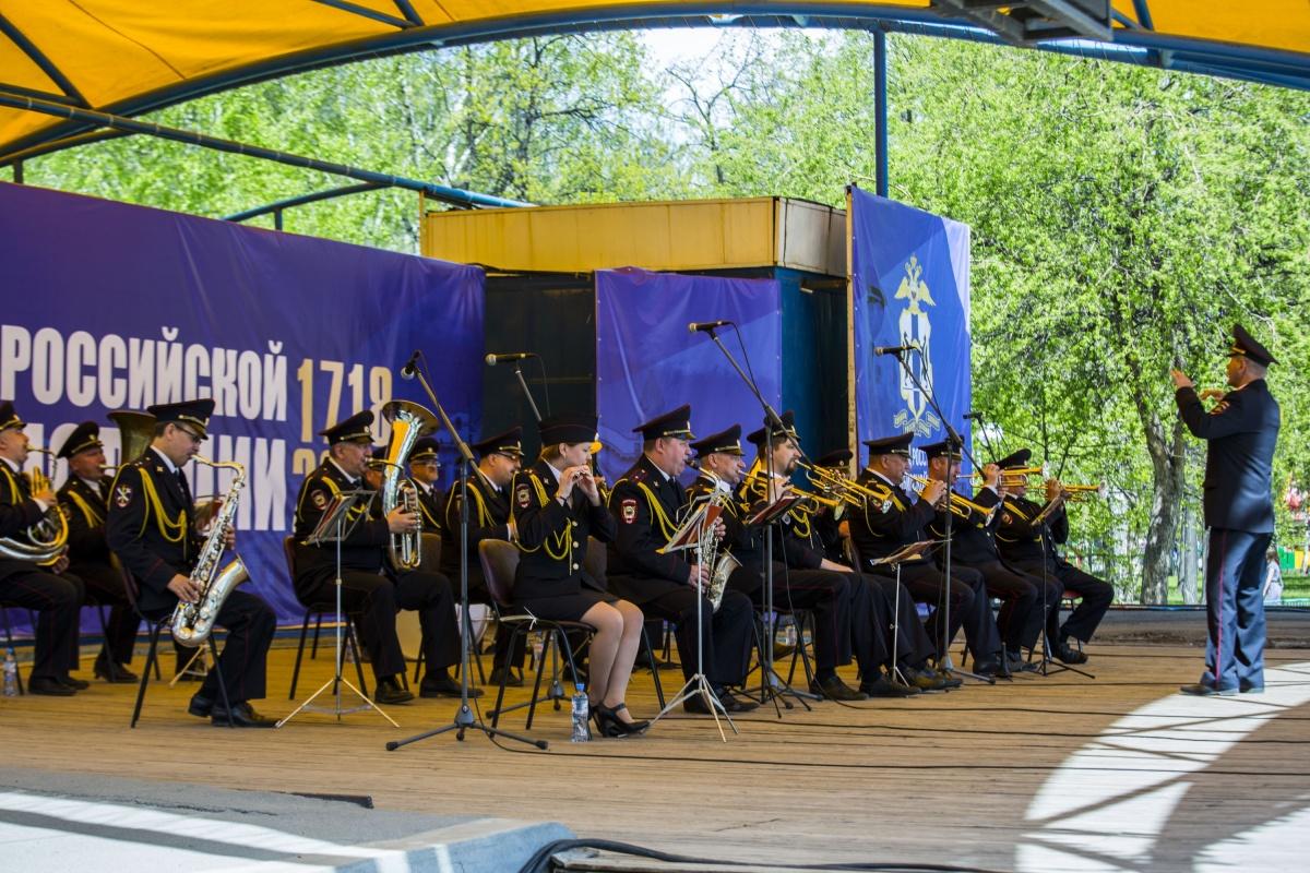 В Центральном парке сегодня играл Оркестр новосибирской полиции