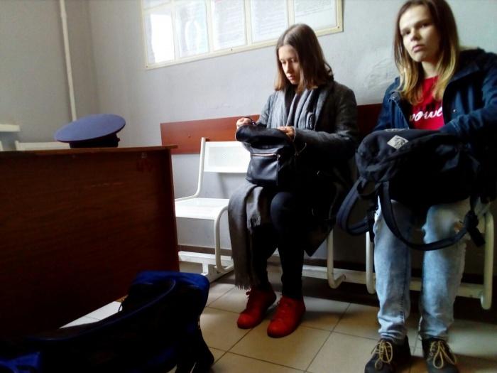 Трое новосибирцев пришли в суд поддержать Сергея Бойко, но их увезли в Центральное ОВД