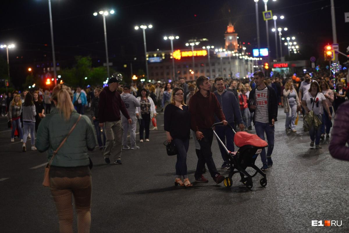 Из-за огромной толпы на «Ночи музыки» перекрыли проспект Ленина