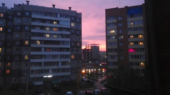 Захватывающий дыхание нежно-розовый закат очаровал красноярцев
