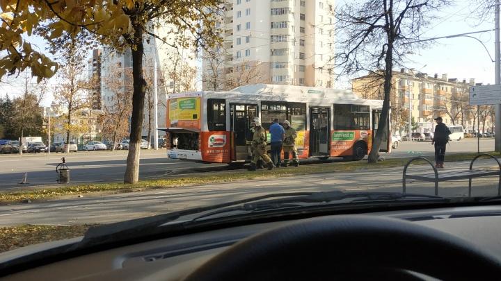 Автобус с пассажирами загорелся на проспекте Октября в Уфе: есть пострадавшие