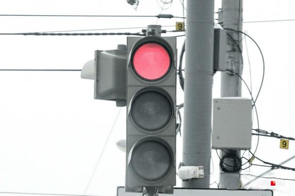 Полноценные светофоры установили на девяти перекрестках и улице Революции