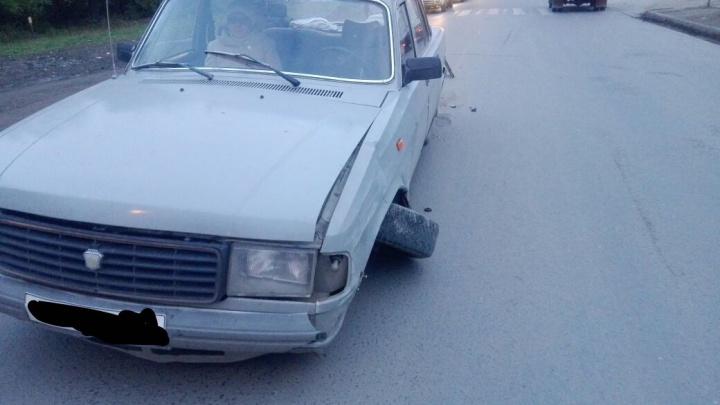 «Волга» и «Тойота» потеряли колеса в результате аварии на Хилокской