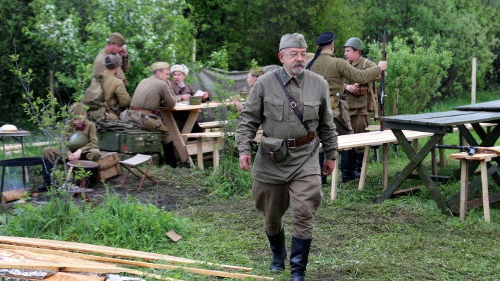 Красноярские реконструкторы воспроизвели сражения разных войн. Показываем 13 эффектных кадров