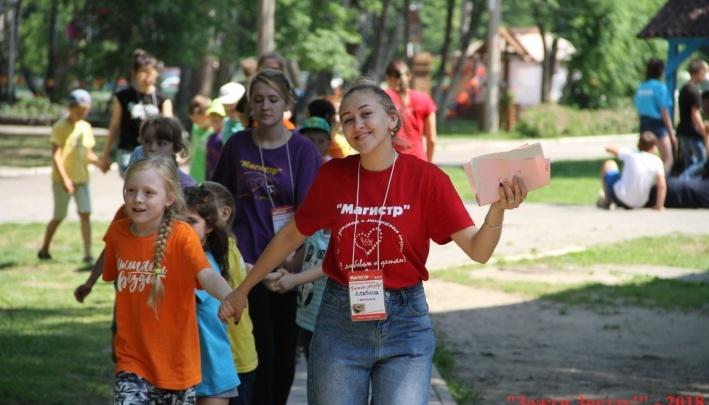Юным новосибирцам помогут поставить собственный спектакль и сдать нормы ГТО на каникулах