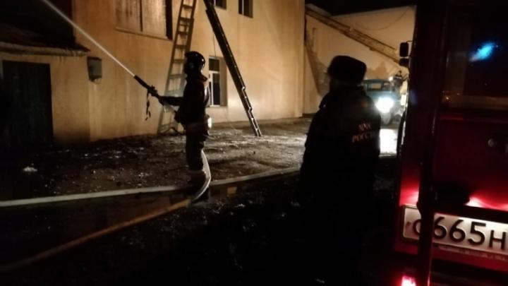 Пожар в поликлинике в Башкирии потушили лишь к утру