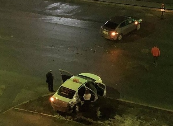 Ночью в Перми машина такси врезалась в Hyundai: пострадали три девушки